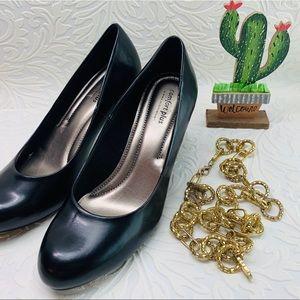 Comfort plus classic black pumps heels size 8.5